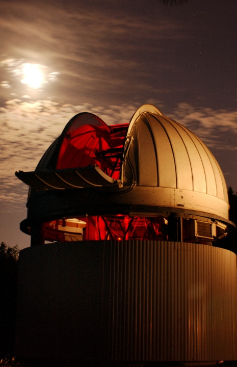 Night view of CHARA telescope.